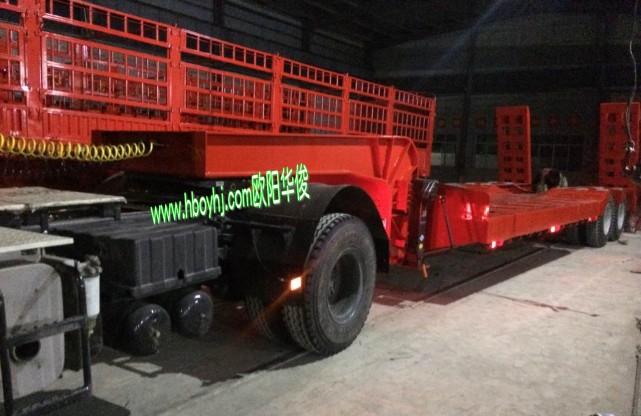 5米2桥钩机板带爬梯挖掘机低平板拖车价格及配置